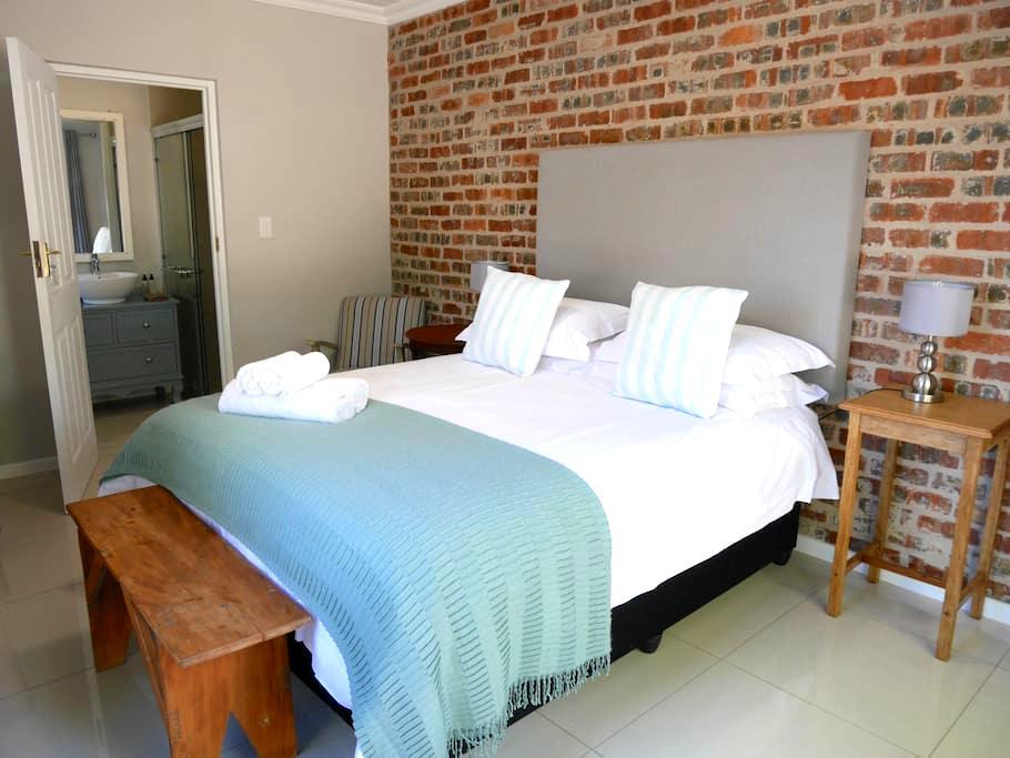 The Garden Shed Room 6 - Wellington - Bed & Breakfast