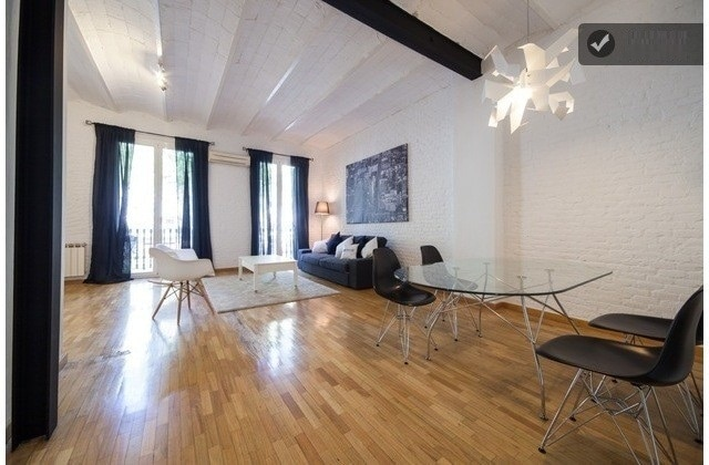Minimalist apartment (Bcn centre).