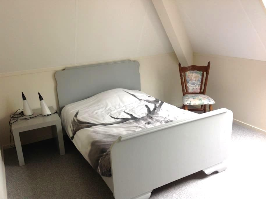 Double room, cosy, own shower! Very clean and new - Hinnaard - Hus