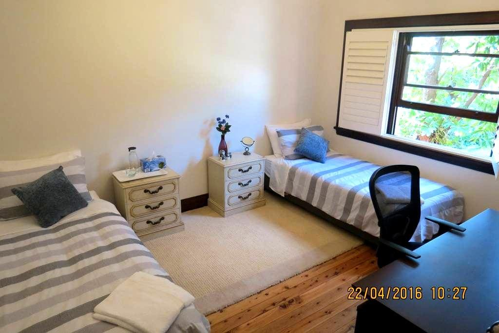 Comfortable spacious Private twin beds BF Wifi AC - Chatswood - Huis