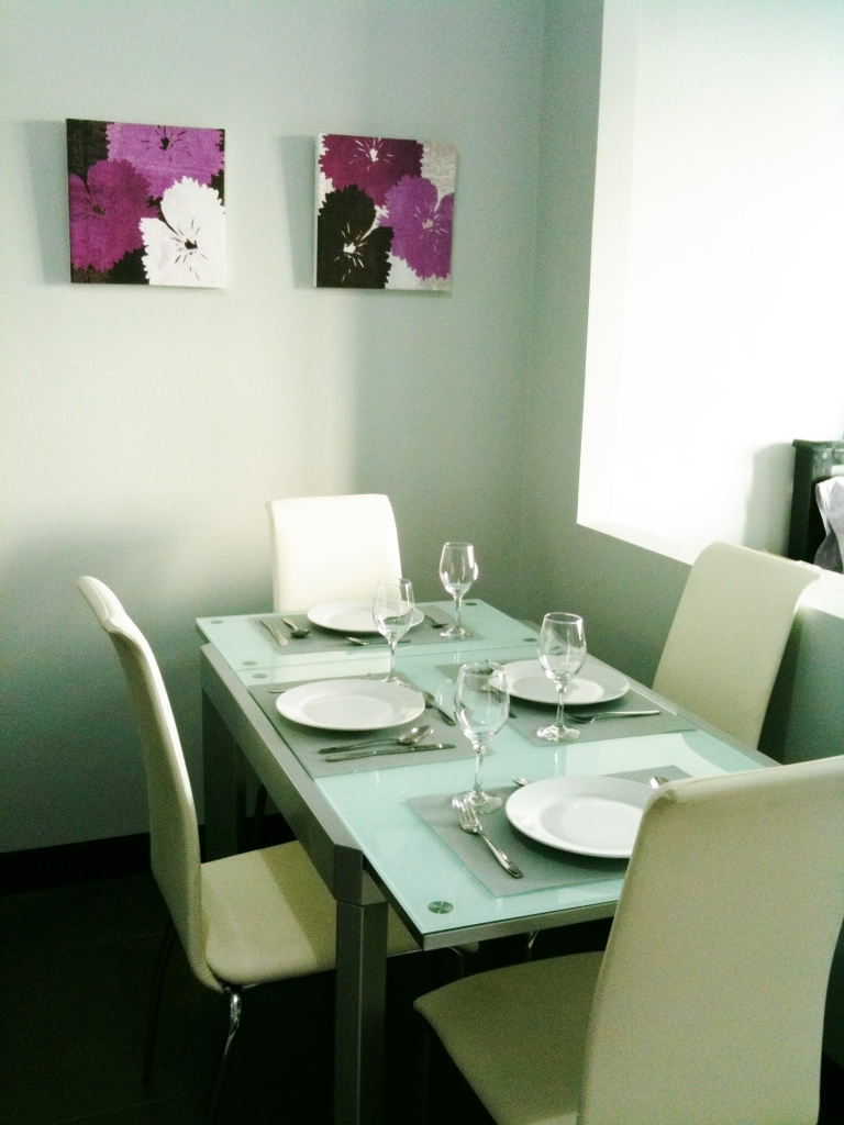 Spacious dining area with a table that can be extended.