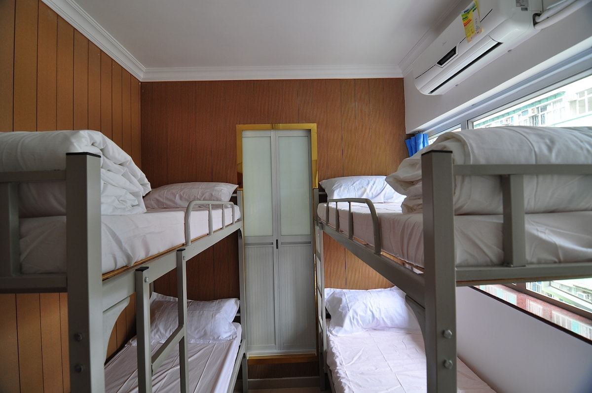 4 persons room