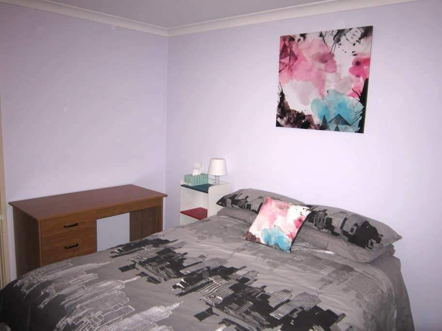 Your own bedroom, bathroom and living space. - High Wycombe