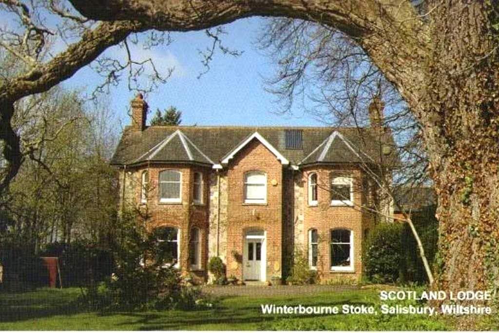 Stonehenge BB large room double single & sofa beds - Winterbourne Stoke - Bed & Breakfast