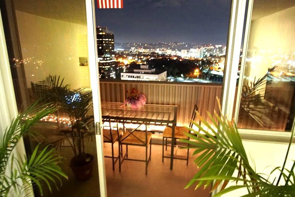 Beautiful room in big apartment near Santa Monica - Los Angeles - Lägenhet