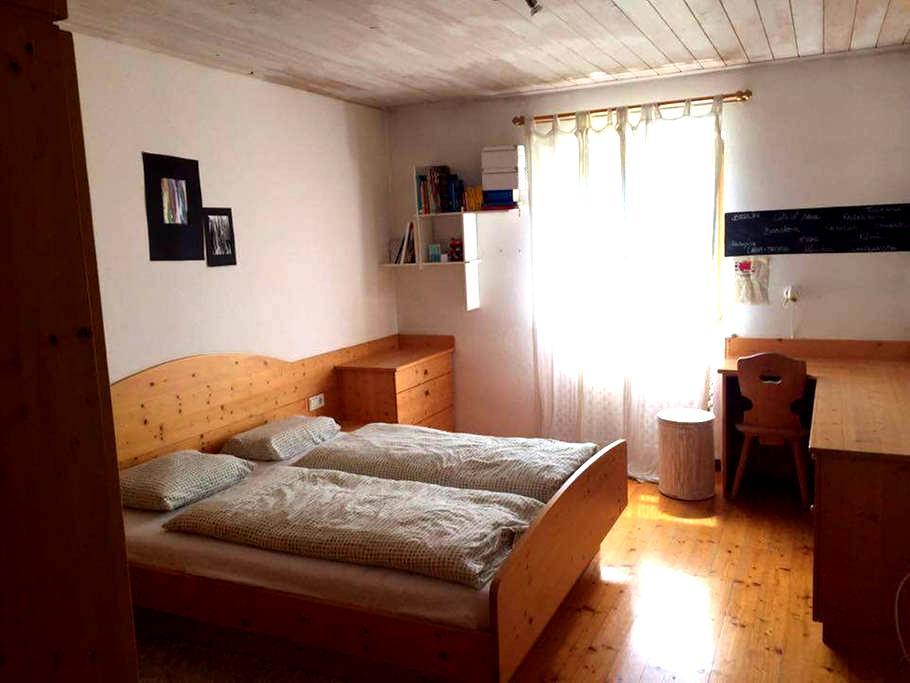 Weißhornzimmer, mit Kinderzimmer und Wohnzimmer - Nova Ponente - Apartment