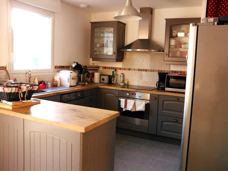 Maison entre Saint Malo et Dinan - la ville es nonais - บ้าน