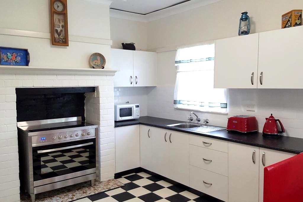 Pet Friendly warm comfortable home - Wilberforce - 一軒家