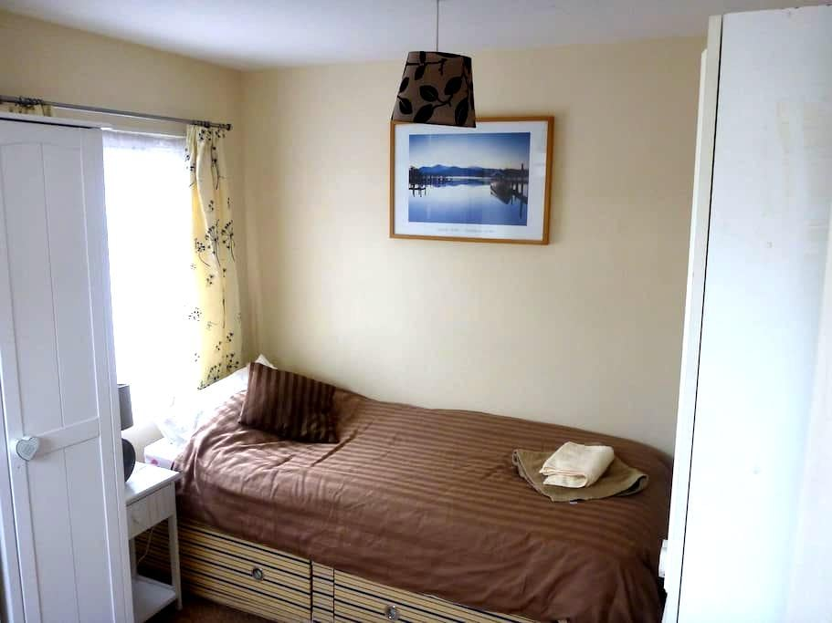 Sunflower Room - Sleeps 1 or 2 in Central Whitby - 惠特比(Whitby) - 独立屋