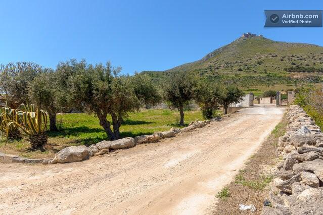 l'ingresso della nostra campagna, ai piedi del castello di Santa Caterina