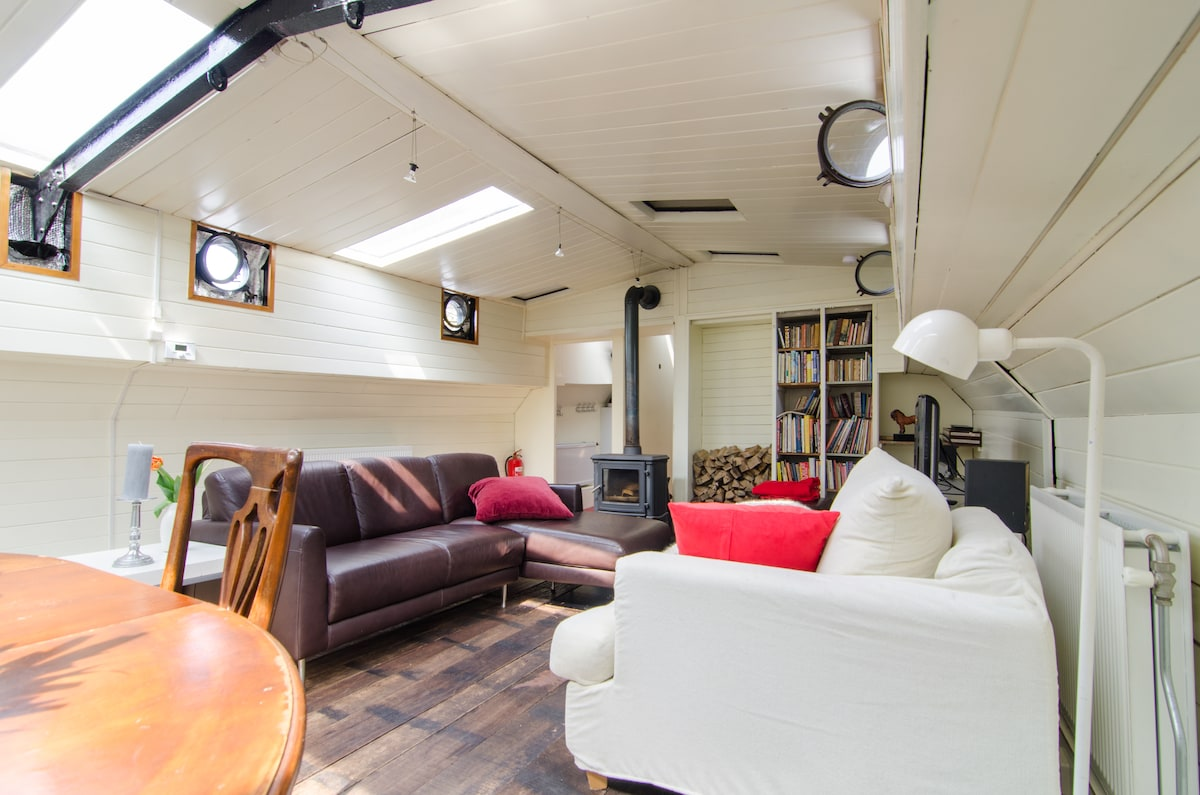 Authentic houseboat with comfort