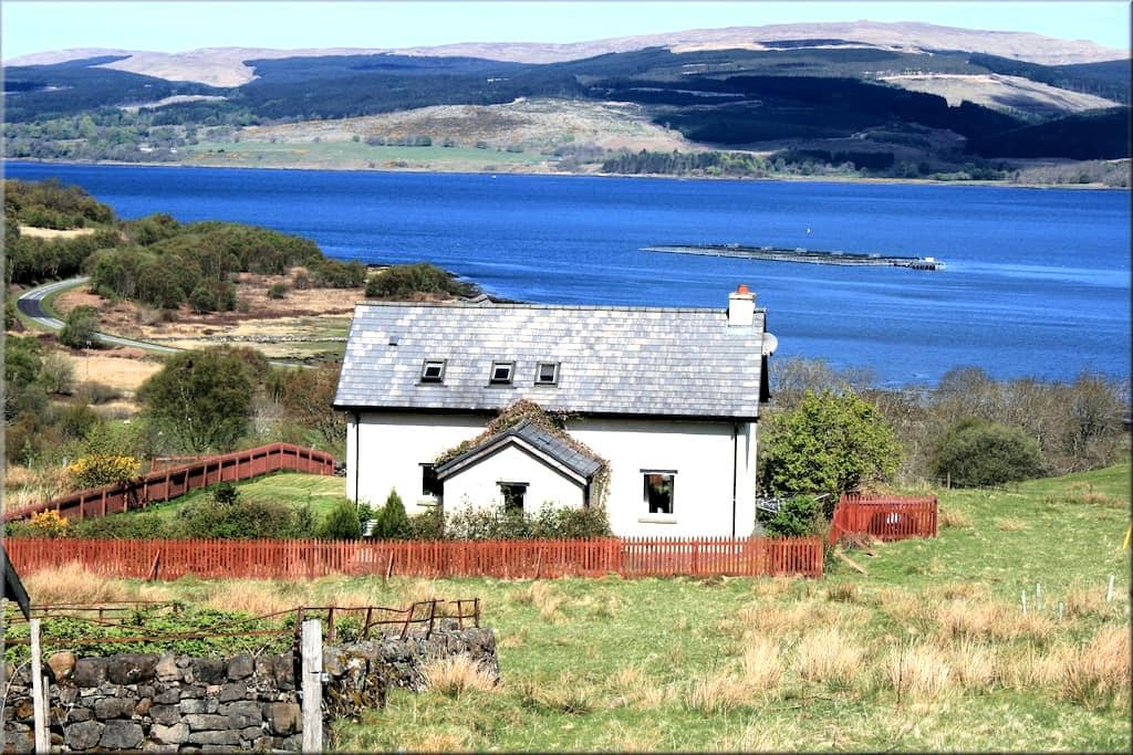 Lovely traditional family house by the sea - Isle of Mull