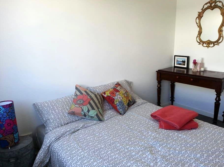 Modern Beach Apt. Room + Ensuite - North Coogee - Apartemen