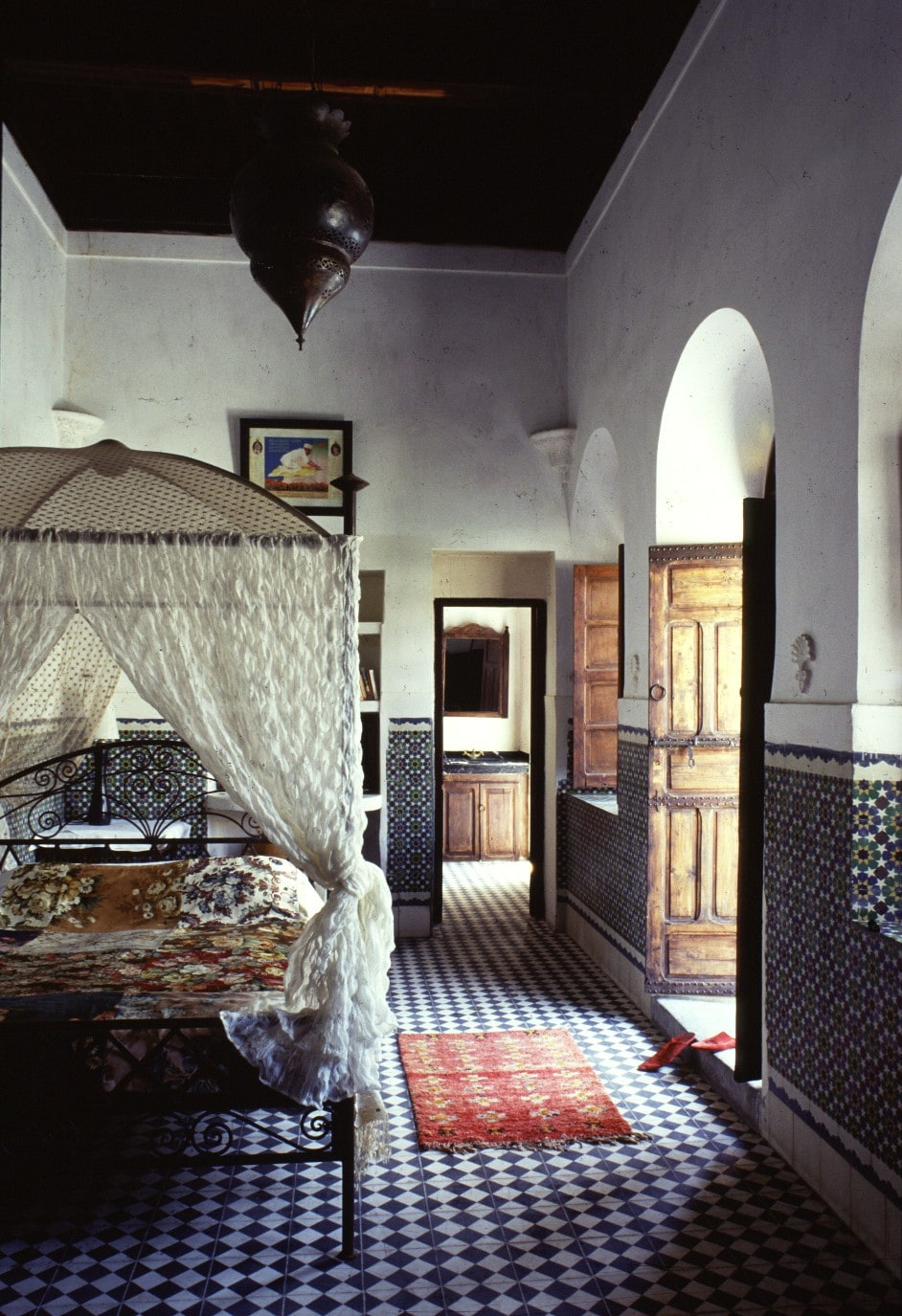 'Studio' bedroom with canopy bed