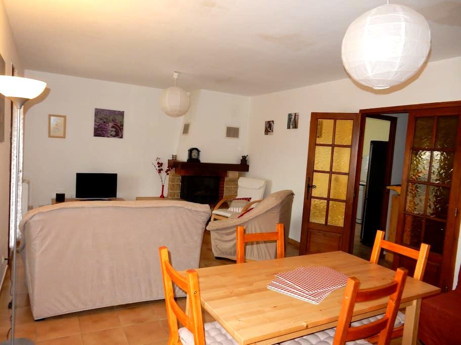 Maison indépendante T3 - 75 m2 - Meyreuil - Casa