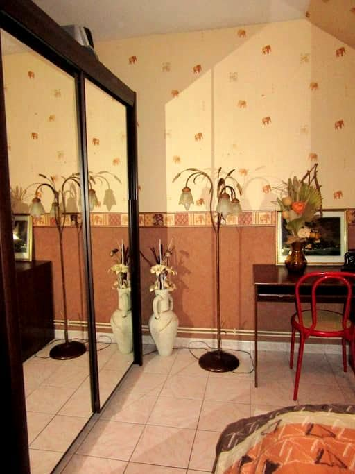Chambre dans maison privée - Dole - Casa