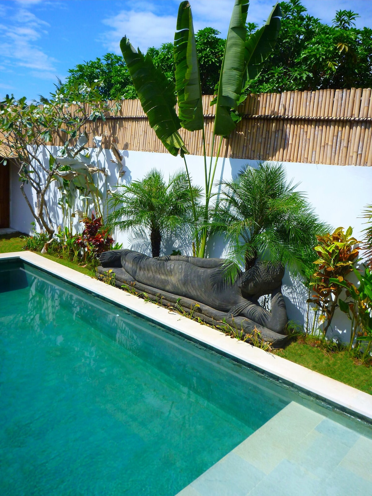 Super chilled out Buddha guards your villa and encourages a very relaxed stay!