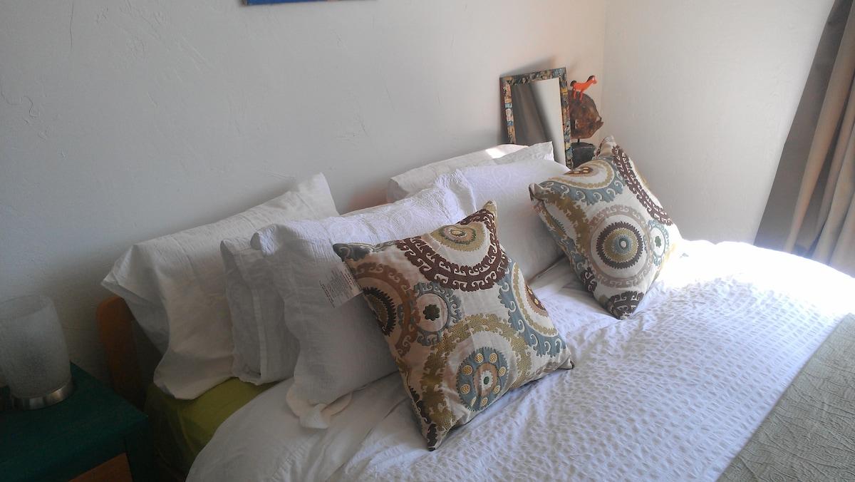 Room in Penthouse, Ocean Views