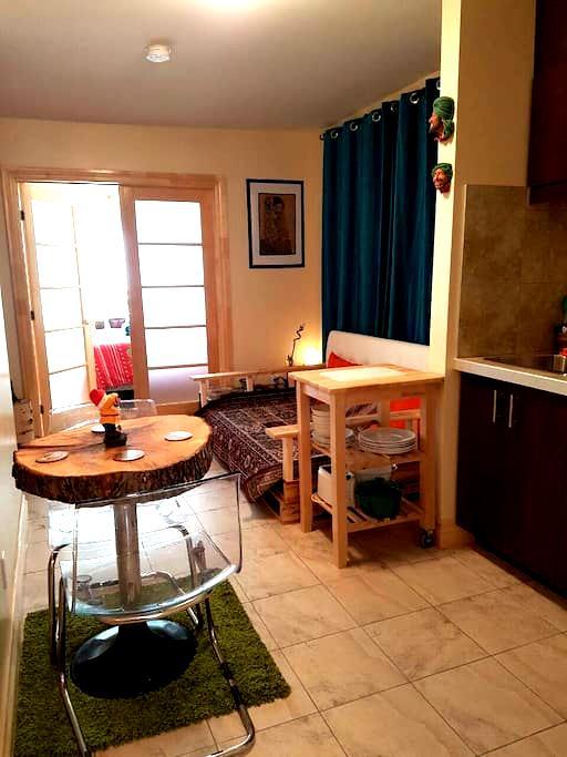 Appartement cozy et chic près de Little Italy - Montréal - Çatı Katı