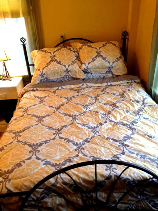 Wilton Willow Inn Room #1 - Farmington - Bed & Breakfast
