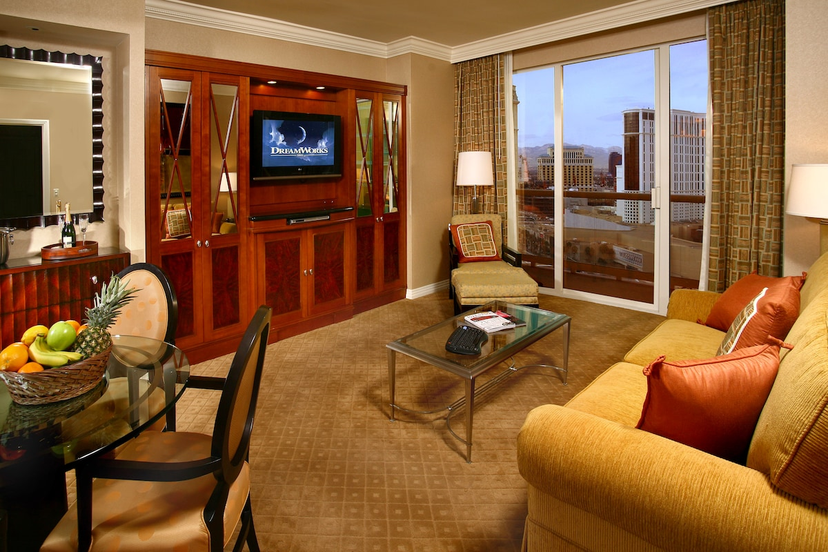 MGM Signature 2BR/3BA Balcony Suite - Apartments for Rent in Las ...