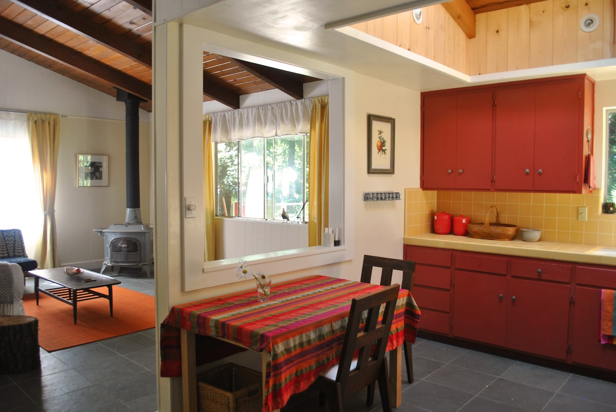 Fully equipped kitchen with stove and refrigerator