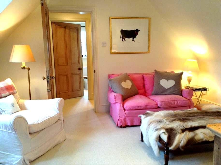 Cozy flat in Cotswolds with views - - Paxford