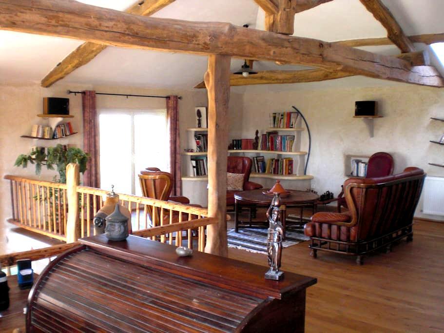 chambres d'hôtes de la Colline Chenay Le Chatel - Chenay-le-Châtel - Bed & Breakfast