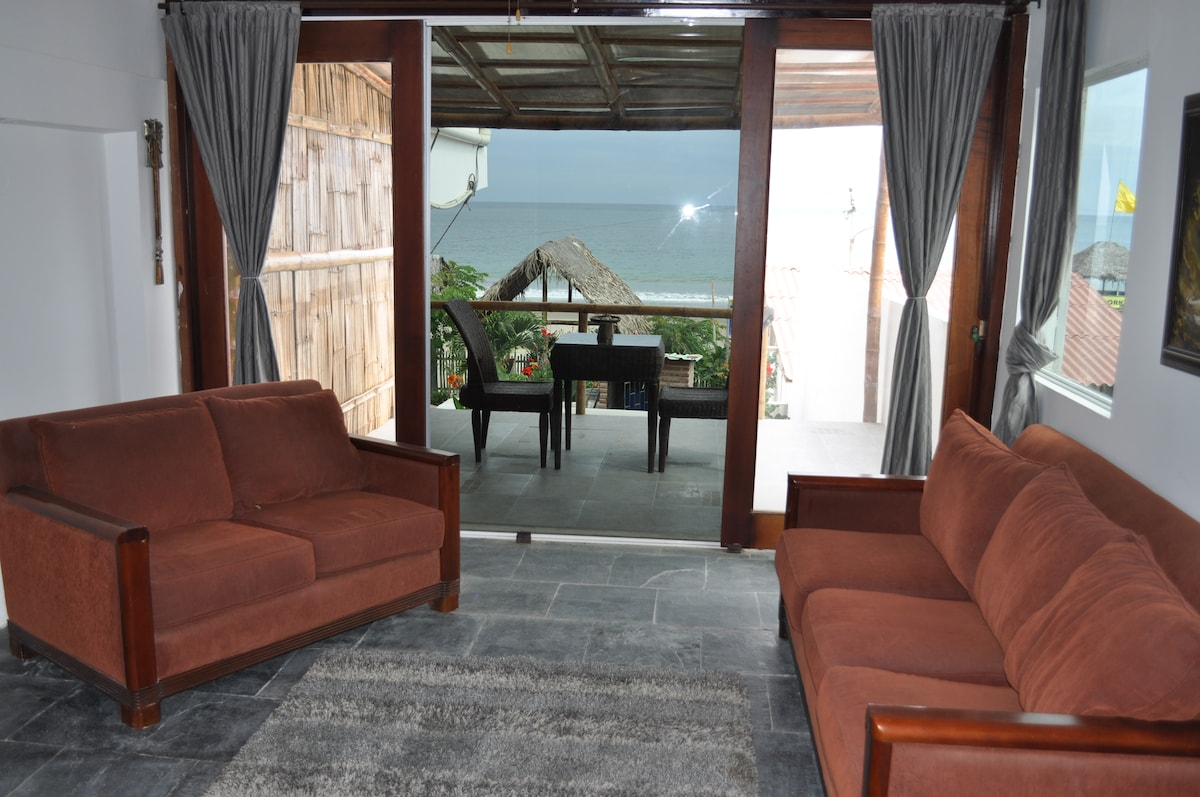 """Deluxe Suite on Sandy Beach """"Molly"""""""
