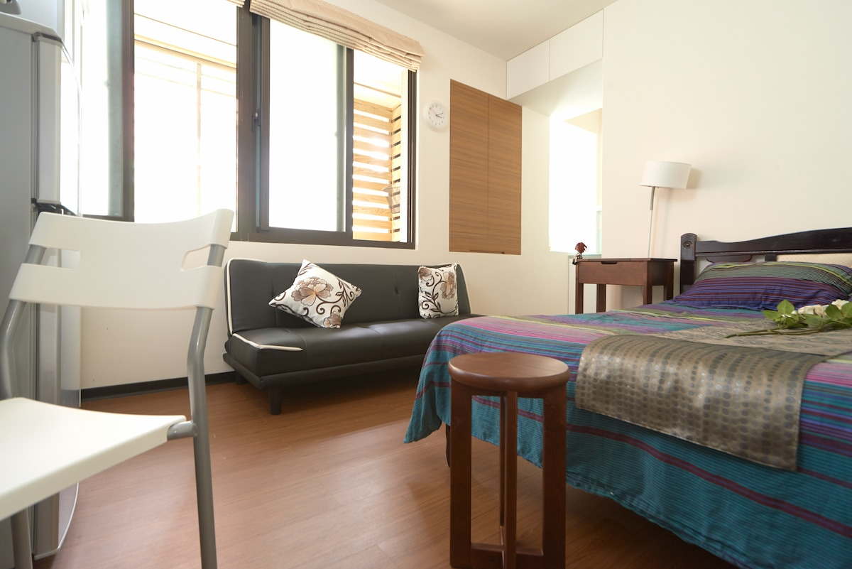 Relax in style with this brand new boutique apartment