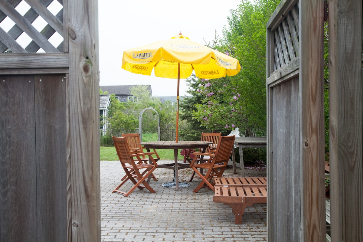 Patio and yard with deck furniture