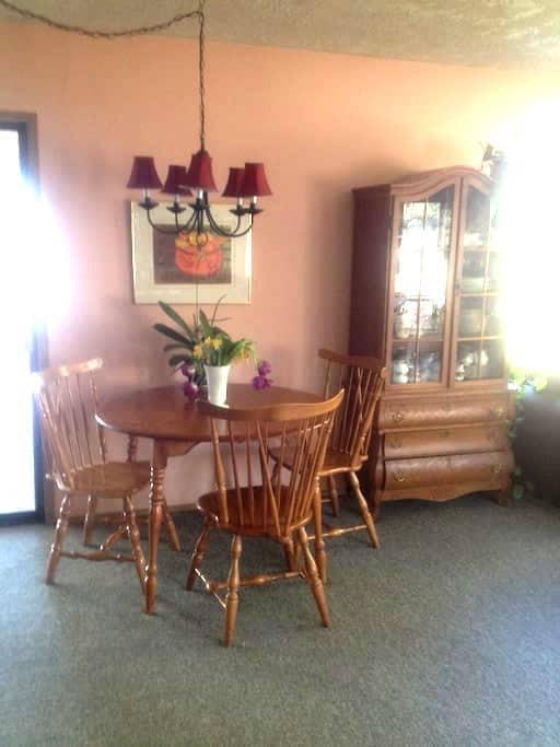 Private, Peaceful Bedroom Room in Cowichan Bay - Cowichan Bay