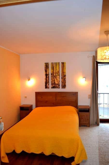 très jolie chambre familiale / romantique avec sdb - Jemeppe-sur-Sambre - Casa