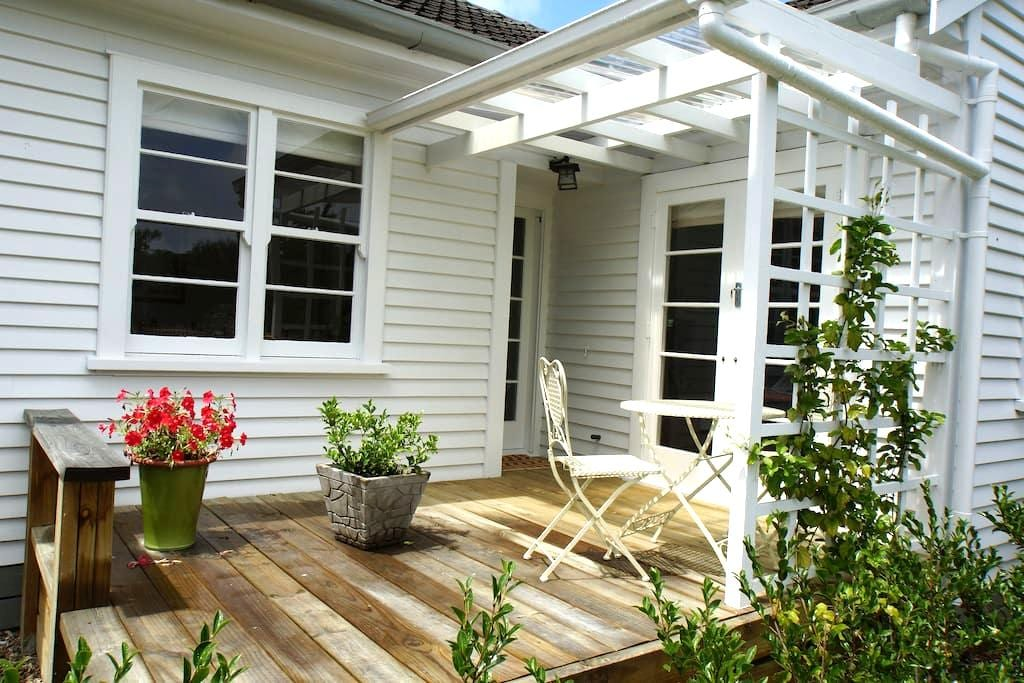 Cosy and Relaxed Close to Town - Gisborne - Rumah