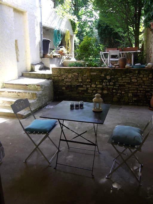 Studio avec terrasse sur joli jardin - Albi - House