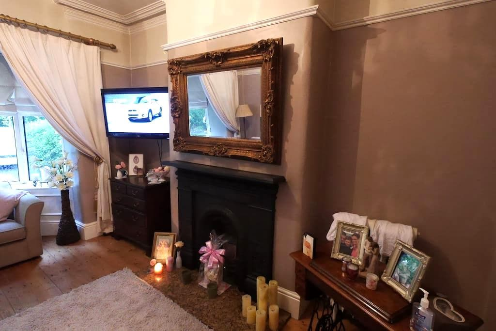 Beautifully furnished VictorianHome - Kearsley - Casa