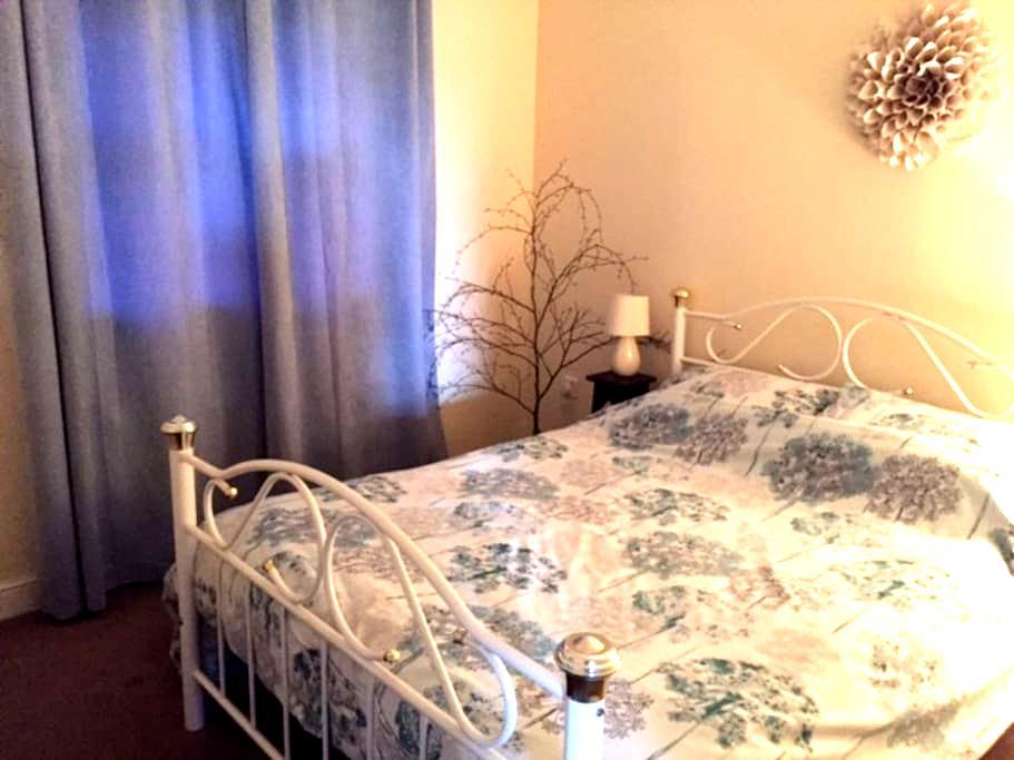 Double Bedroom + Private Bathroom - Wrexham - Apartment