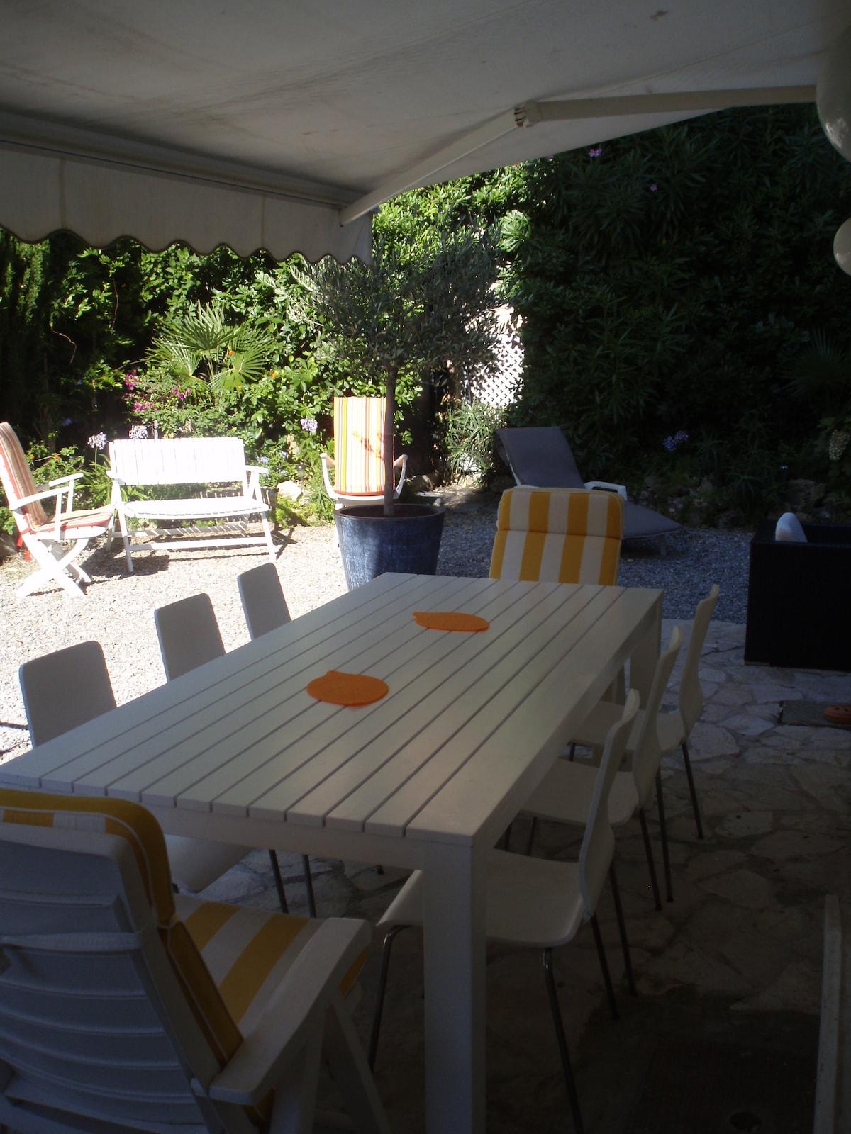 Table extérieure pour 10 à 12 convives