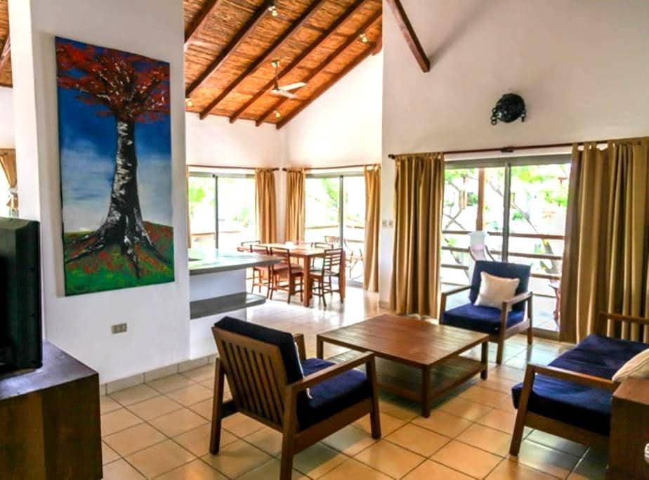 Iguana Condo Hotel -A3 Penthouse - Tola - Lägenhet
