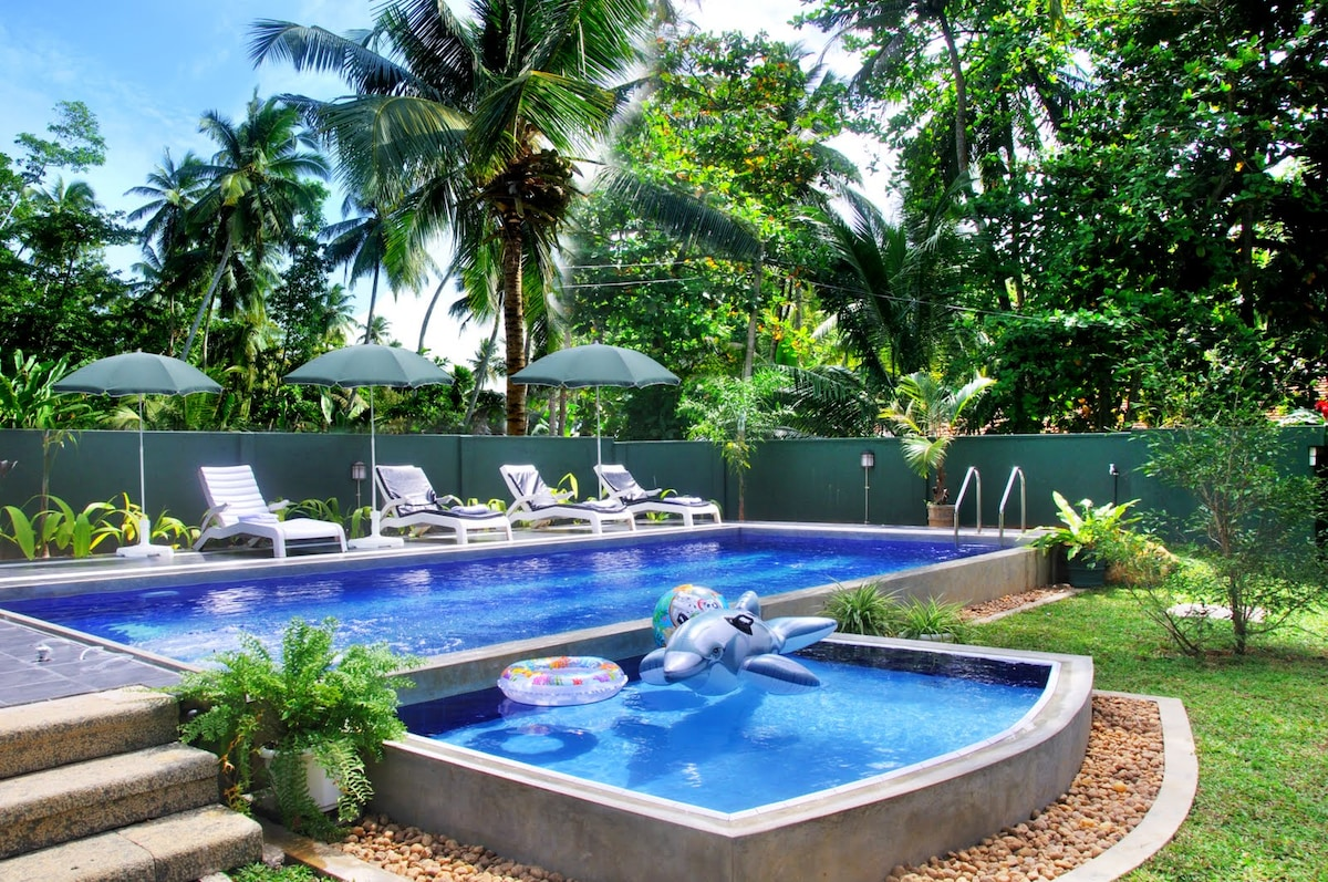 An Exotic Holiday Villa With A Pool In Hikkaduwa