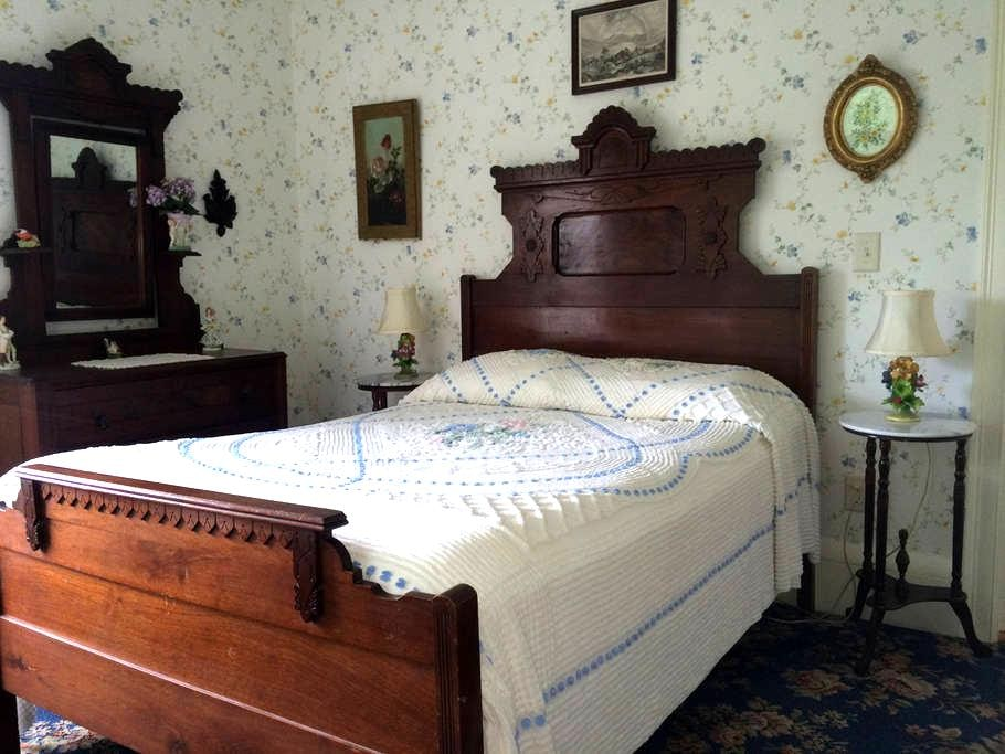GuestRoom in the Farmhouse at Millstone Hill - Barre