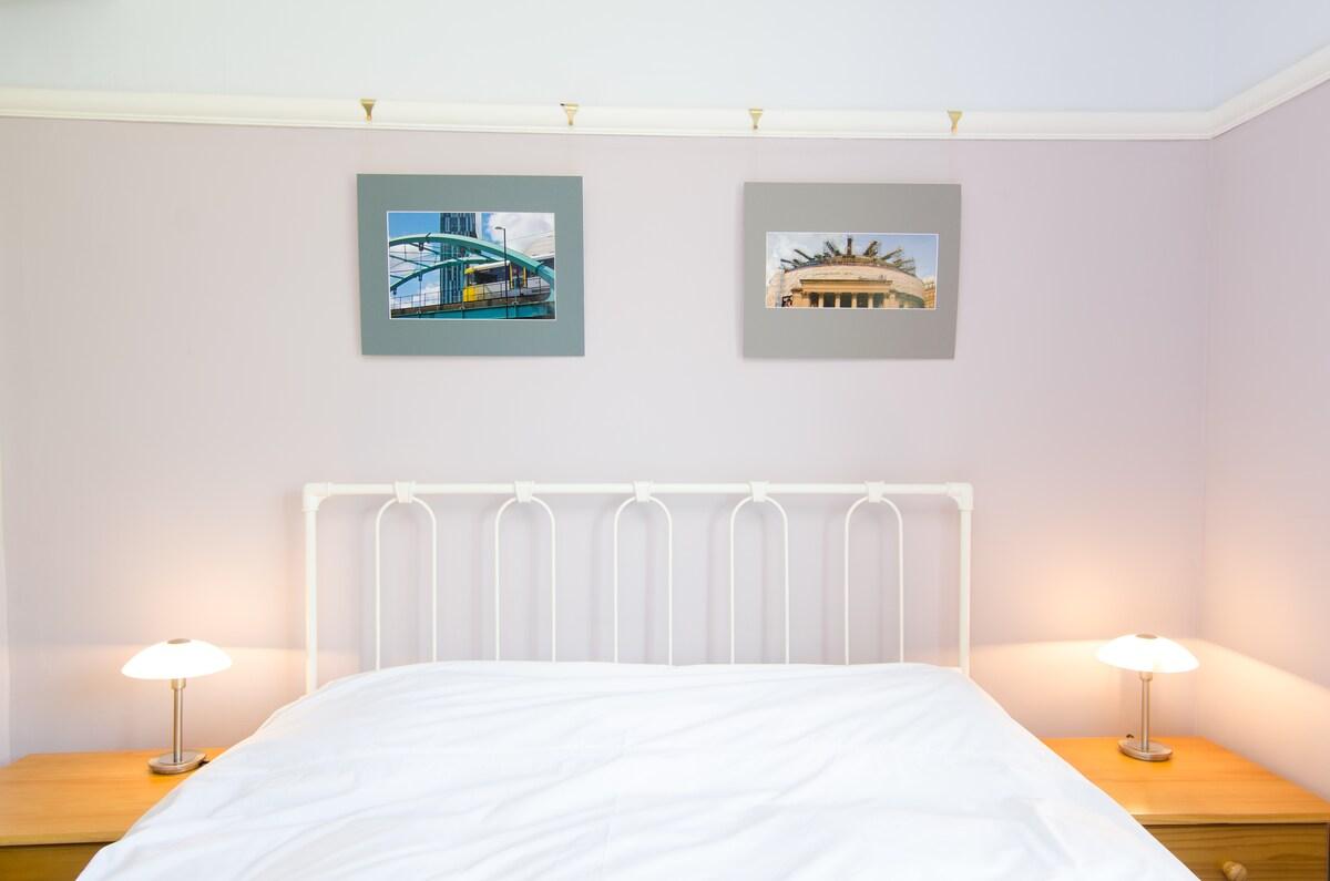 Comfortable en-suite room, Didsbury