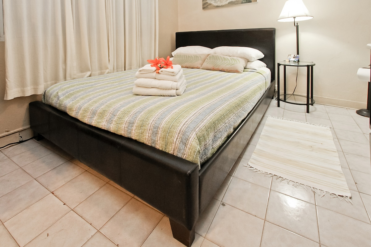 Queen size bed at Coqui del Mar guesthouse