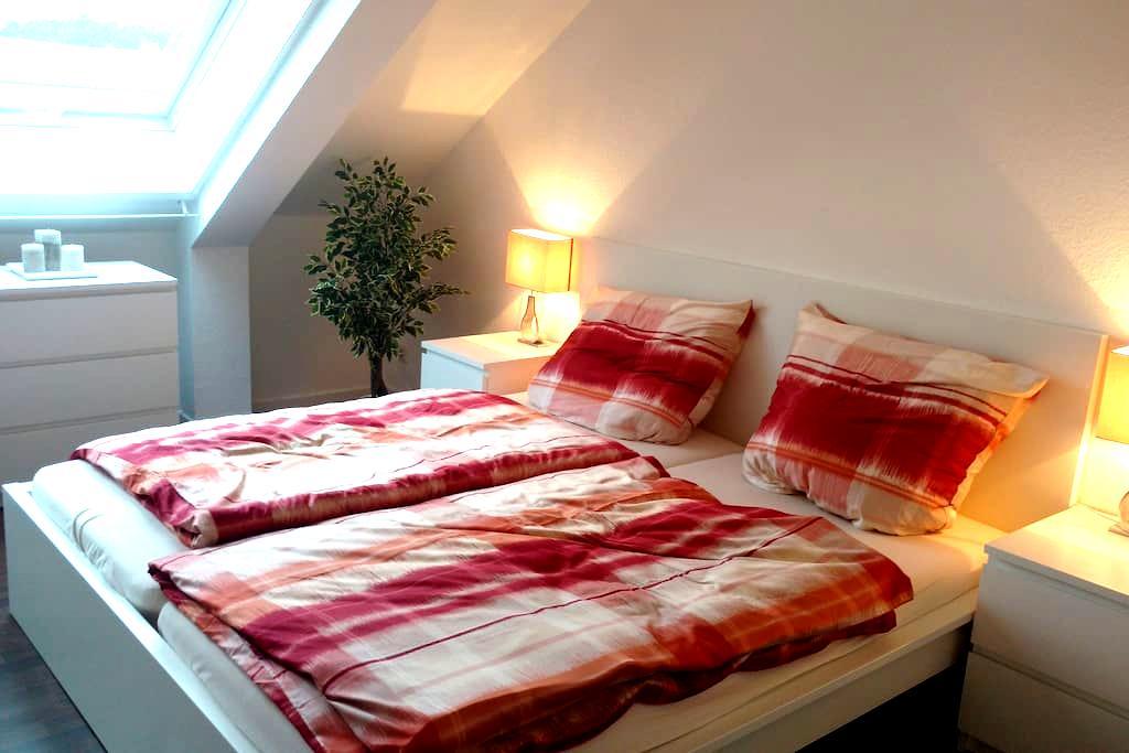 schönes, ruhiges Dachgeschosszimmer - Schwerin - Apartment