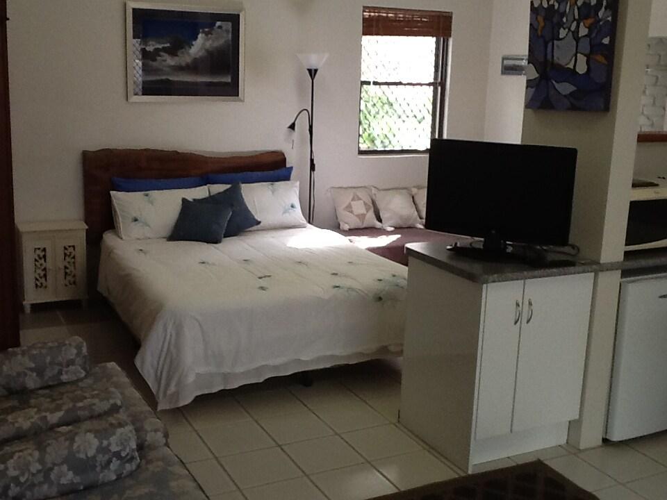 Bedsit Studio, Sunshine Coast