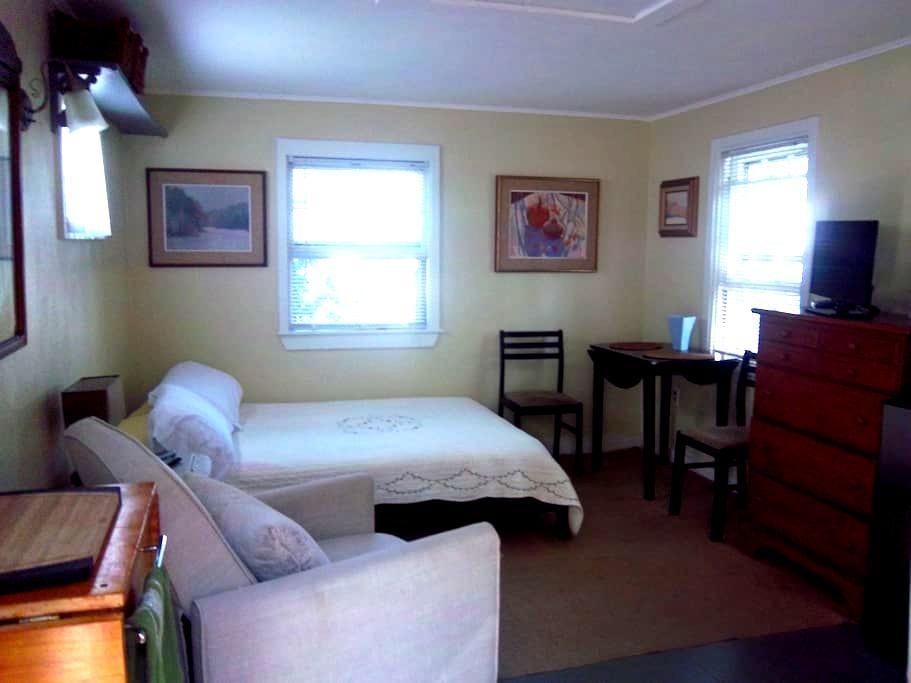 Cozy Cottage Sleep Studio - Provincetown