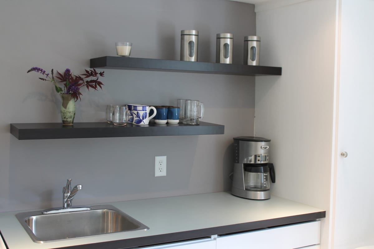 Small kitchen to cook your essentials.