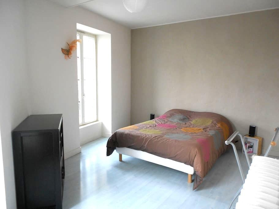 Chambres dans maison de ville - Château-Gontier - Dům