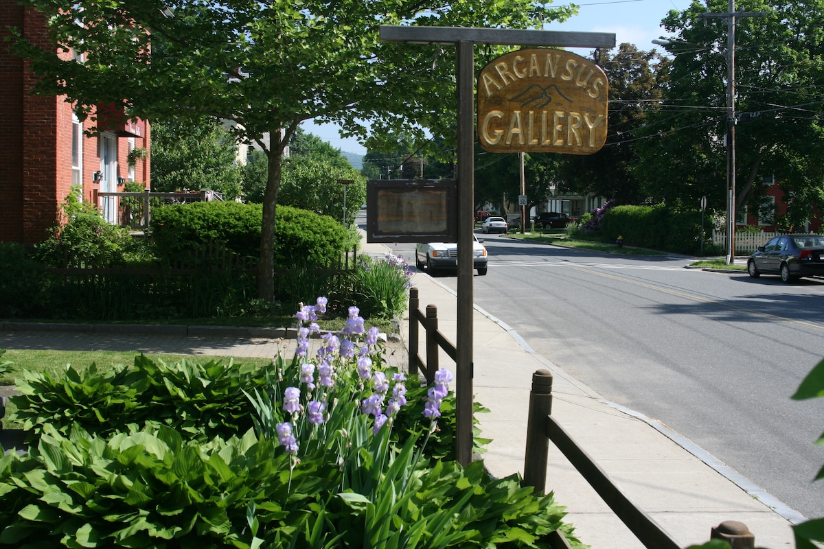 Arcansus Gallery sign
