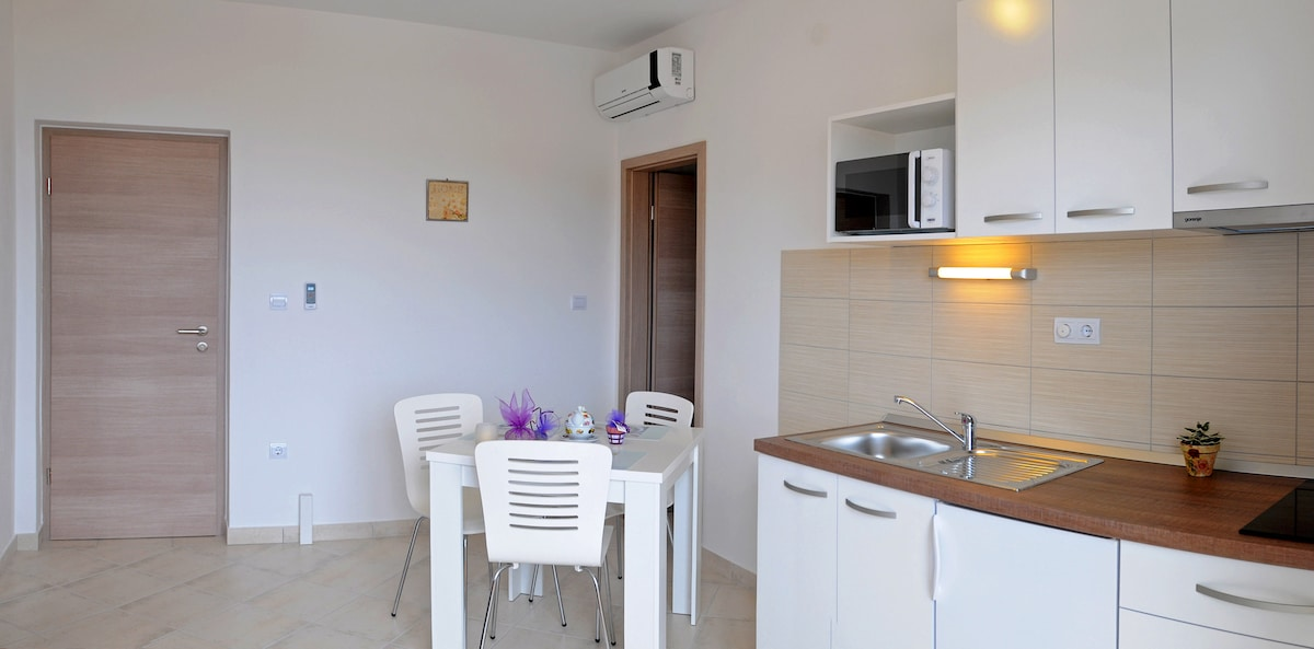 Apartment Miha (2+1),Hvar town
